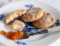 Kaura-mozzarella-teeleivät Mozzarella, Pancakes, Breakfast, Food, Morning Coffee, Essen, Pancake, Meals, Yemek