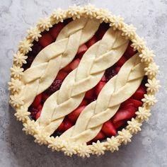 Apple and Blackberry Pie   25+ Decorative Pie Crust Ideas