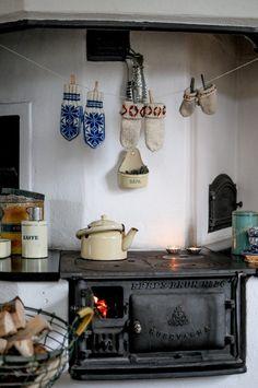 Vinterfynd en icke-vinter - Johanna i Kulla Kitchen Witch, Kitchen Decor, Minimal Living, Old Cottage, Wooden Houses, Interior Plants, Cozy Living, Simple Pleasures, Farm Life