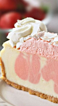 Cheesecake Factory Strawberries and Cream Cheesecake - need to find correct link Cheesecake Factory Strawberries and Cream Cheesecake - need to find correct link No Bake Desserts, Just Desserts, Delicious Desserts, Dessert Recipes, Yummy Food, Pasta Recipes, Health Desserts, Roasted Strawberries, Strawberries And Cream