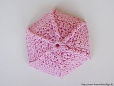 Ihan oikea blogi?: VIRKATUT SATEENVARJOT SIS. OHJE Free Crochet, Crochet Hats, Crochet Baby Clothes, Sissi, Crochet Patterns, Umbrellas, Craft, Amigurumi Patterns, Ornaments