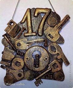 Декор предметов Ассамбляж Номерок для квартиры Клей Материал бросовый фото 1