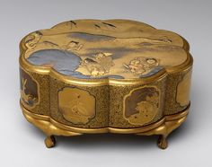 Incense box (kobako), Meiji period (1868–1912)  Japan  Maki-e decorated lacquer. The decoration on the lid shows Chinese children playing with large snowballs or snowflakes; in the background are a snow-covered tree and waves of a lake.