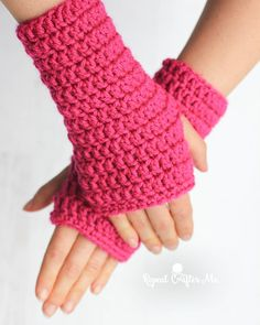 50-Minute Fingerless Crochet Gloves #repeatcrafterme #crochet #fingerlessgloves