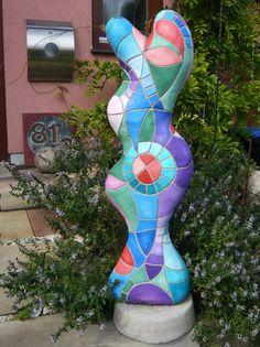 DIY concrete sculpture, fake mosaic, how to, Betonskulptur in Mosaikoptik, bunt, Gartenskulptur, Glasfaser, kurvig, geschwungen, Pastellfarben, lila, türkis, rosa, rot, grün