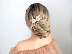 If you are looking for something classy with Peony flower and pearls and crystal to be worn on top of your low bun and you will style it with a very beautiful veil and your dream wedding dress. I handmade this ivory peony flower hair comb for you. Its from the idea of chic and classic bride. It is Flower Headpiece Wedding, Bridal Hairpiece, Wedding Hair Flowers, Flowers In Hair, Wedding Dress, Blush Flowers, Peony Flower, Sleek Updo, Hair Garland