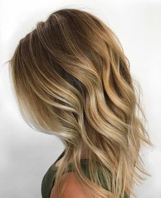 Beautiful babylights and root smudge to compose a perfect warm-toned balayage.