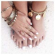 gold bohemian jewelry ring bracelet accessories. For more followwww.pinterest.com/ninayayand stay positively #pinspired #pinspire @ninayay