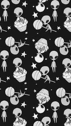 Ovni aliens background black cupcake happy lollipop many star Et Wallpaper, Tumblr Wallpaper, Screen Wallpaper, Mobile Wallpaper, Pattern Wallpaper, Wallpaper Backgrounds, Iphone Wallpaper, Alien Wallpaper, Wallpaper Space