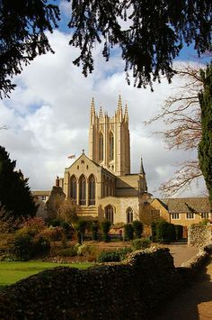Cathedral Church of St James, Bury St Edmunds, Suffolk, England 004 England Uk, Suffolk England, Pictures Of England, Architecture Antique, Bury St Edmunds, Living In England, Ancient Buildings, Cathedral Church, Saint James