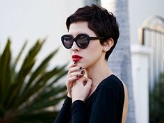 So chic this short dark hair makes me want to run to the salon