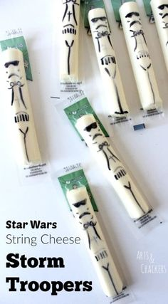 Star Wars Death Star Pizza (and String Cheese Storm Troopers!) - Star Wars Death Star - Ideas of Star Wars Death Star - Star Wars String Cheese Storm Troopers Star Wars Baby, Bd Star Wars, Star Wars Death Star, Star Wars Pinata, Star Wars Themed Food, Star Wars Party Food, Star Wars Logos, Star Wars Essen, Star Pizza