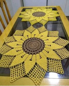 Crochet Table Runner Pattern, Free Crochet Doily Patterns, Crochet Tablecloth, Crochet Squares, Crochet Motif, Crochet Doilies, Crochet Flowers, Crochet Stitches, Oval Tablecloth