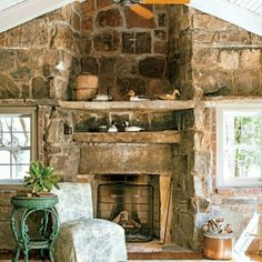 Charming Mountain Cottage: Living Room