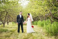 Intimate Bellamere Winery Wedding Pictures by Marcin Mokrzewski | Sash and Satin