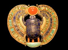 What do scarab beetles look like? Why are these strange beetles sacred? How were scarab beetles used in ancient Egypt? Ancient Egyptian Jewelry, Egyptian Scarab, Egyptian Mythology, Egyptian Symbols, Egyptian Art, Sacred Symbols, Alexandria, Papyrus, Empire Romain