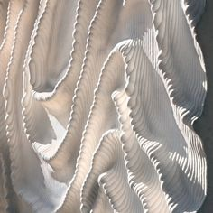 Iris Van Herpen is leading the revolution of high-tech fashion. Collection after collection, the Dutch fashion designer presents wearable architecture fashion couture.