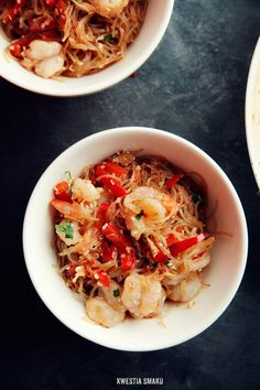 Rice noodles fried with shrimp, peppers and sesame