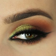 Rich, sandy browns merge with a red-brown based duochome while reflecting green and gold hues! This ritzy look gives a flashy effect that is fit for any oc