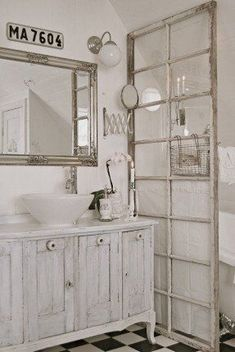 5 Easy Clever Tips: Shabby Chic Modern Patterns shabby chic wall decor heart.Shabby Chic Home Curtains. Baños Shabby Chic, Cocina Shabby Chic, Shabby Chic Kitchen, Shabby Chic Homes, Shabby Chic Furniture, Old French Doors, Old Doors, Studio Apartment Room Divider, Studio Apartments