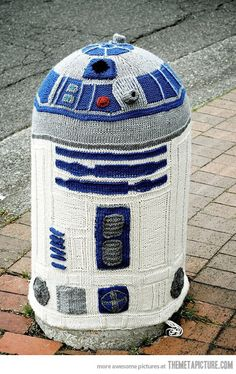 A Yarn-bombed R2-D2. ZOMG. Someone should get an award for this.