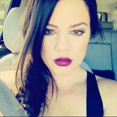 not a fan of chloe but her makeup looks great here & I love the plum color on her lips <3