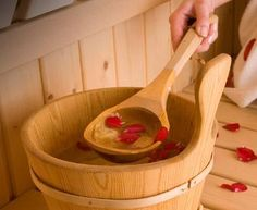 I want a sauna bucket like this one. Sauna Design, Finnish Sauna, Steam Sauna, Sauna Room, Spa Day, Resort Spa, Relax, Saunas, Bath Time