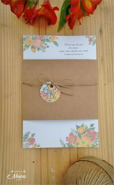 Convite de casamento Rústico    Convite produzido em Pepel couchê 120g.  Tamanho: 15 x 21 cm    Cinta em papel craft  Largura: 11cm    Tag em papel couchê + fio rústico para fechamento        -------------------------  Após a compra entraremos em contato para desenvolver a arte e personalizar o c...