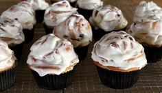 Cinnamon Roll Cupcakes {recipe}