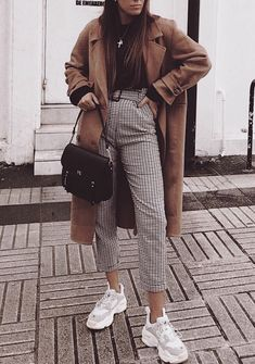You are looking for stylish jackets and coats? Then look at our vo - You are looking for stylish jackets and coats? Then look at us … - Winter Outfits For Teen Girls, Spring Work Outfits, Casual Winter Outfits, Winter Fashion Outfits, Look Fashion, Stylish Outfits, Fall Outfits, Womens Fashion, Fashion Styles