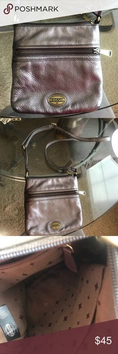 Fossil purse Small fossil purse in excellent condition. Only been used a handful of times. It's in perfect condition! Fossil Bags Crossbody Bags