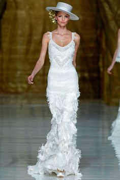 Flamenco Dress: Sleeveless white lace and fringe with train. This would be awesome in red with no train. Elegant Wedding Dress, Best Wedding Dresses, Bridal Dresses, Wedding Gowns, Bridesmaid Dresses, Wedding Band, Glamour, Flamenco Wedding, Flamingo Dress