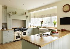 Shaker kitchen by Harvey Jones : Cocinas clásicas de Harvey Jones Kitchens