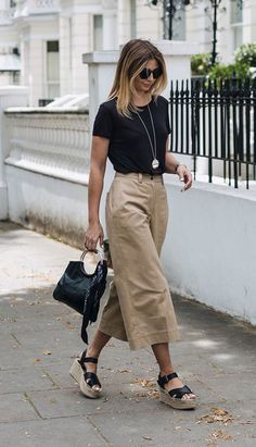 2018 Business Outfit Damen Kleidung Büromode - 2020 Fashions Woman's and Man's Trends 2020 Jewelry trends Mode Outfits, Casual Outfits, Fashion Outfits, Womens Fashion, Fashion Trends, Casual Clothes, Dress Casual, Black Culottes Outfit Casual, Cropped Trousers Outfit