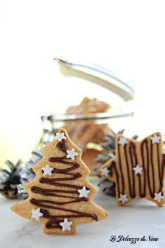 """""""Cherries under the snow"""" in 30 minutes – delicious and crispy biscuits – Recipes Xmas Food, Christmas Sweets, Christmas Gingerbread, Christmas Baking, Gingerbread Cookies, Broken Biscuits, Christmas Biscuits, Biscotti Cookies, Holiday Cookies"""