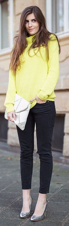 Sunny sweater for spring. #liveincolor @simpleetchic