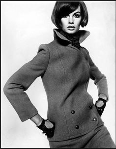 This suit and the gloves are so absolutely a Sixties Look. Miss Jean Shrimpton rocks the collar.