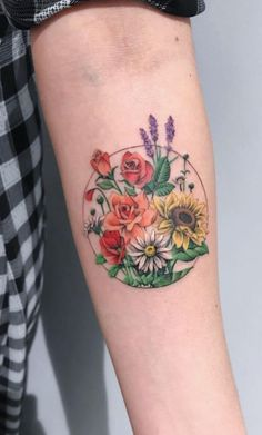Flora tattoos have become so common today. Traditionally especially in the Western countries, these tattoos were mainly common among women. However, men have continued to embrace these tattoos day by day. Iris Tattoo, Botanisches Tattoo, Fall Tattoo, Birth Flower Tattoos, Rose Tattoos, Body Art Tattoos, Sleeve Tattoos, Tatoos, Peony Flower Tattoos
