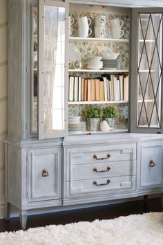 Gorgeous painted hutch makeover. Come see the before and after of this beautiful hutch using BB Frosch chalk paint powder!
