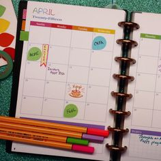 Free printable planner monthly/weekly set up, space for meal planning/fitness/notes 8.5 x 11 and 8.5 x 11 sizes