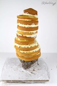 Tutorial für eine stehende 3D Olaf Torte mit Schritt-für-Schritt Fotos Rice Krispies, Bolo Olaf, Cake Structure, Jelly Desserts, Gravity Defying Cake, Beautiful Cakes, Vanilla Cake, Frozen, Breakfast