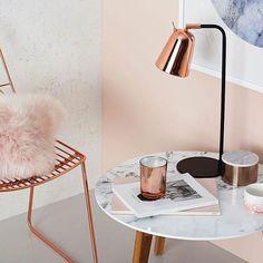 Ideas para decorar en rosa palo, silla y lámpara en cobre