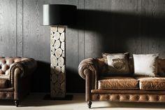 Modern und doch traditionell, durch die Kombination von Leder und Holz. Foto: FINE