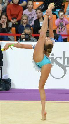 Sport Gymnastics, Olympic Gymnastics, Rhythmic Gymnastics, Amazing Flexibility, Baseball Girls, Cheerleading Outfits, White Bralette, Female Gymnast, Attractive Girls