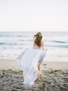Ethereal Pale Blue Ocean Inspired Bridal Session | Wedding Sparrow | Luna de Mare Photography