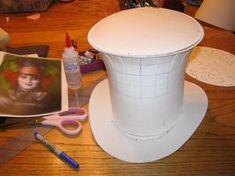 že k cieľovému Hat Diy Mad Hatter Hat, Mad Hatter Cosplay, Mad Hatter Party, Mad Hatter Tea, Mad Hatter Costumes, Mad Hatters, Viktorianischer Steampunk, Steampunk Fashion, Victorian Fashion