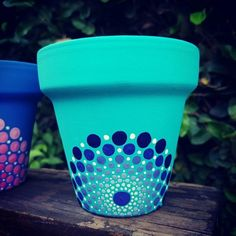 How to Plant Potted Flowers Outdoors in the Soil : Garden Space – Top Soop Flower Pot Art, Flower Pot Design, Flower Pot Crafts, Clay Pot Crafts, Dot Art Painting, Pottery Painting, Pebble Painting, Painted Plant Pots, Painted Flower Pots