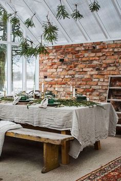 Whether you're hosting indoors or out, get some inspiration for your tabletop from this Scandinavian Christmas Dinner in a Greenhouse! Christmas Tree Lots, Christmas Home, Christmas Decorations, Table Decorations, Scandinavian Style, Scandinavian Christmas, Rue Verte, Turbulence Deco, Brick And Stone