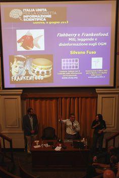 Preparando le diapositive per l'intervento di Silvano Fuso sugli OGM. Photo by Carlo Bessone