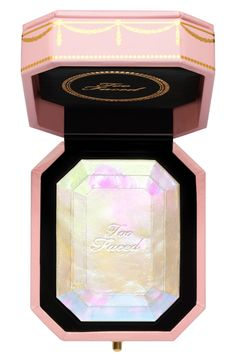 Too Faced Diamond Light Multi-Use Diamond Fire Highlighter is a luminous finish highlighter with light-reflecting pearls. This product is part of the Pretty Rich Collection. Too Faced Highlighter, Best Highlighter, Highlighter Makeup, Makeup Kit, Beauty Makeup, Face Makeup, Makeup Haul, Makeup Products, Beauty Products